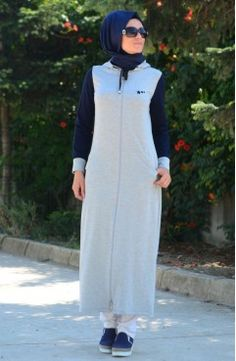 Sefamerve, Tesettür Eşofman Elbise CRN 6000Y-01 Gri Lacivert Hijab Chic, Hijab Style, Abaya Fashion, Modest Fashion, Fashion Outfits, Modele Hijab, Sport Fashion, Womens Fashion, Muslim Dress