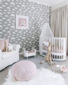 What a feature wall! So dreamy for a little girls room!