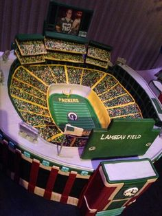 Lambeau Field Stadium Grooms Cake for Green Bay Packers fans in amazing detail! Packers Cake, Packers Football, Best Football Team, Football Players, Football Wedding, Sports Wedding, Packers Wedding, Themed Wedding Cakes, Themed Cakes
