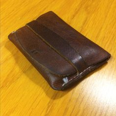 Flap wallet, closed Leather Craft, Card Case, Hands, Wallet, Diy, Crafts, Ideas, Leather Crafts, Manualidades