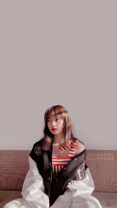 Dark Red Wallpaper, Lisa Blackpink Wallpaper, Yg Entertainment, South Korean Girls, Korean Girl Groups, Lisa Bp, Black Pink Kpop, Blackpink Members, Blackpink And Bts