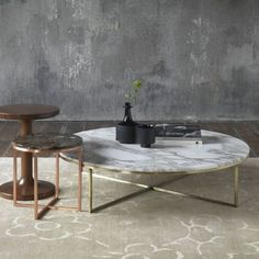 Round marble coffee table with brass and copper. #coffeetabledesign modern coffee table #marbledesign marble coffee table #livingroomdesign the living room . See more at www.coffeeandsidetables.com #coffeetables