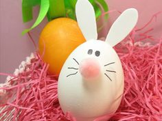 We've got a cute Easter basket in the hopper, but for now check out these 8 easy and unique plastic egg crafts from around the net. decoration 8 Fun and Easy Unique Plastic Easter Egg Crafts including Nesting Birds Easter Bunny Eggs, Hoppy Easter, Easter Crafts For Kids, Easter Ideas, Easter Decor, Bunny Bunny, Kids Crafts, Bunny Crafts, Easter Egg Designs