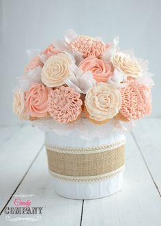 DIY Cupcake Bouquet http://candycompany.pl/bukiet-z-babeczek-idealny-dzien-matki-tutorial-film/