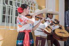 Mexikanische Musikanten zum Empfang nach dem Standesamt  Standesamt Mandlstraße, München  Fotografie: http://www.heikekrestelfotografie.de/ http://www.festefeiern.by/