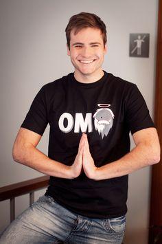 """T-shirt OMG Dit rechte model T-shirt voor mannen is gemaakt van voorgekrompen ringgesponnen katoen en heeft een RAXart opdruk met de tekst: """"OMG"""". De hoge kwaliteit en goede verwerking zijn zichtbaar in de dubbele naden aan de mouwen en de zoom en de tweevoudig gelegde kraag in 1X1 ripp."""