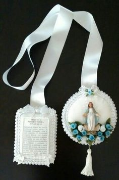 Escapulário de porta com a Nossa Senhora das Graças...