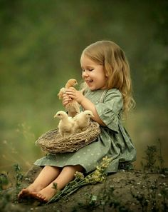 Animals For Kids, Cute Baby Animals, Funny Animals, Beautiful Children, Beautiful Babies, Animals Kissing, Baby Girl Images, Cute Babies, Baby Kids