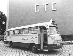Ônibus Intermunicipal - 1975 A imagem mostra um dos primeiros ônibus da CTC (Companhia de Transporte Coletivo) do Rio de Janeiro a realizar transporte intermunicipal entre Niterói e o Rio. Esta linha receberia o número 999, e continua ativa até o dia de hoje