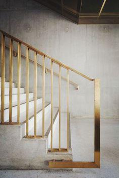 Brass and concrete staircase – Husligheter.se