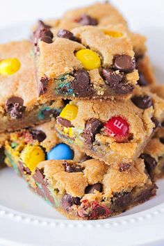 M&M's Cookie Bars - Chewy and Delicious! - One Little Project - These M&M's cookie bars are crisp on the outside, and warm and gooey in the middle. Sweet Recipes, Snack Recipes, Dessert Recipes, Snacks, Chocolate Chip Cake, Chocolate Cookie Recipes, Parfait Desserts, Mini Desserts, Cookies Et Biscuits