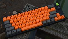 Leopold FC660C again with some orange set, stock mods and  a cool brobot.