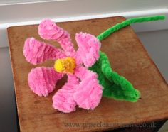 Pipe cleaner nasturtium flower by http://www.pipecleanercrafts.co.uk VIDEO tutorial available on the website