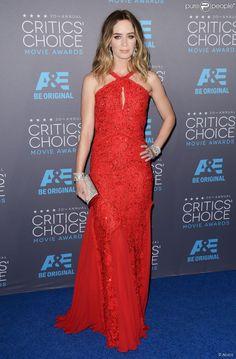 Emily Blunt veste Pucci no Critics' Choice Awards 2015...