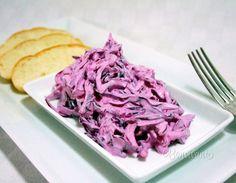 Hanácky šalát je z červenej kapusty. Hodí sa hlavne k vyprážanému, alebo pečenému mäsu. Šalát je dobré nechať pár hodín odležať, nasiakne chuťami použitých surovín. Healthy Snacks, Cabbage, Salads, Recipies, Good Food, Food And Drink, Lunch, Baking, Vegetables