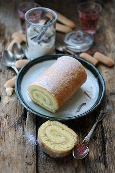 Dorian cuisine.com Mais pourquoi est-ce que je vous raconte ça... : Souvenirs d'enfance... Roulé très très vanille à la crème à la... pour faire des souvenirs à mes enfants...