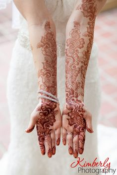 Are you looking for the perfect mehndi look for your wedding day? Today we are featuring some of our recent brides wedding day mehndi looks. From simple to extravagant details you are sure to find the look you are hunting for. Henna Designs Feet, Arabic Henna Designs, Indian Mehndi Designs, Mehndi Designs 2018, Mehndi Designs For Beginners, Stylish Mehndi Designs, Mehndi Designs For Fingers, Mehndi Design Pictures, Bridal Mehndi Designs