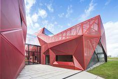 Manche - Beaumont-Hague - rue des Tohagues.        Cultureel centrum in Beaumont-Hague (F) door PERIPHERIQUES Architectes / MARIN + TROTTIN Architects - De Architect