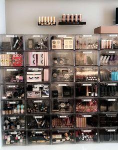 #eyelashes#fakeeyelashes #makeup#makeupaesthetics#makeupcollection#tumblrmakeup#makeupproducts⇝≫✿PINTEREST: @glamitalex ✨ INSTAGRAM: @glamitalex ✨✿≪⇜#lipsticks
