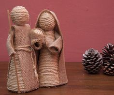 DIY Nativity scene with rope and burlap Christmas Nativity Scene, Nativity Crafts, Christmas Angels, Nativity Sets, Christmas Tree, Homemade Christmas, Christmas Crafts, Diy Crib, Navidad Diy
