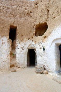 Tunisia, Matmata - trogloditi's house.