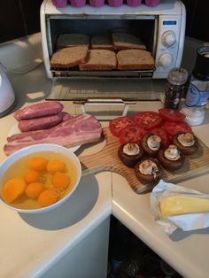 "Ready for a Classic English Breakfast Ingredientes para un ""desayuno inglés""  By T o n y C I D   #EnglishBreakfast #England #Breakfast"