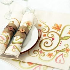 Tutorial to create a custom place setting using Ink Effects and standard placemats - free printable included!