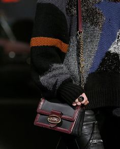 9d0298e67599 Coach-pre-fall-2019-details   Edgy Bags in 2019   Bags, Luxury bags ...