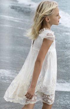 Sainte Claire los looks del verano SS 15 > Minimoda. Little Girl Fashion, Little Girl Dresses, Kids Fashion, Flower Girl Dresses, Communion Dresses, Baby Kind, Kid Styles, Mode Inspiration, Beautiful Children