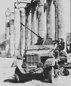 German anti-aircraft gun cm Flak on the towing vehicle Sd. 6 (this modification, the designation was Sd. in the Greek Acropolis. Luftwaffe, Germany Ww2, Ww2 Photos, Armored Fighting Vehicle, Army Vehicles, Ww2 Tanks, Big Guns, German Army, Panzer