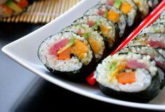 tuna sushi maki rolls by starvingchef {tuna sushi rolls with mango, sweet potato & avocado}[gluten free] Mango Sushi, Maki Sushi Roll, Sushi Rolls, Healthy Food Choices, Healthy Recipes, My Favorite Food, Favorite Recipes, Sushi Dishes, Asian Recipes
