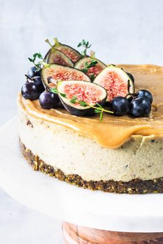 and Pistachio Vegan Cheesecake . fig and pistachio vegan cheesecake . fig and pistachio vegan cheesecake . Healthy Vegan Dessert, Vegan Dessert Recipes, Vegan Sweets, Cupcake Recipes, Cupcake Cakes, Cupcakes, Vegan Cheesecake Recipes, Vegan Cheescake, Fig Dessert