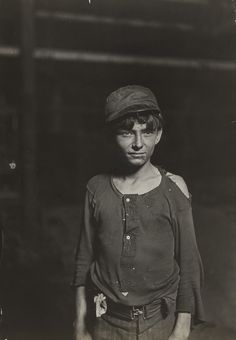 Lewis W. Hine. Indianapolis. 1908. Gelatin silver print. (16.8 x 11.8 cm). Stephen R. Currier Memorial Fund. 549.1970. Photography