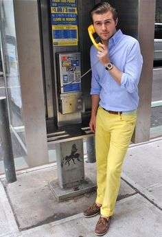 How to Wear Yellow Pants For Men looks & outfits) Bright Pants, Yellow Pants, Look Fashion, Mens Fashion, Fashion Trends, Fashion Updates, Hipster Fashion, Street Fashion, Fashion Ideas