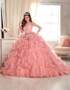 See additional ideas about Quinceanera Find the right quinceanera dresses in your area! Find quinceanera dresses and where to get them! 2 Piece Quinceanera Dresses, Robes Quinceanera, Prom Dresses, Quinceanera Ideas, Sweet 15 Dresses, Pretty Dresses, Beautiful Dresses, Quinceanera Collection, Quince Dresses