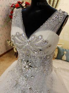 Luxurious V-Neck Sleeveless Beads Cathedral Wedding Dress 3