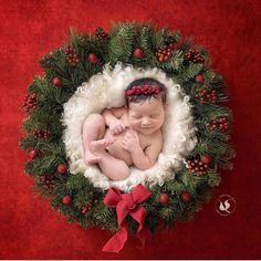 52 New Ideas Photography Newborn Christmas Photo Sessions Newborn Christmas Pictures, Newborn Pictures, Baby Pictures, Newborn Girl Photos, Newborn Photo Props, Family Pictures, Christmas Picture Background, Photo Portrait, Foto Baby