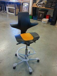Herstofferen buro stoelen www.visionfurniture.nl de restylers