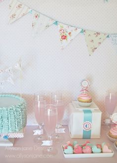 note for myself: using wrapped present as probs for the food + to add height to the table Shabby Chic 1st Birthday, Vintage Birthday Parties, Grad Parties, Birthday Bash, First Birthday Parties, First Birthdays, Princess Birthday, Shabby Chic Baby Shower, Party Activities