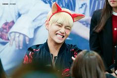 V is silly and I love it ❤ BTS at the Omokgyo Fansign #BTS #방탄소년단