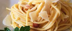 Σπαγγέτι Καρμπονάρα (η αυθεντική): Η γνωστή σε όλους μας ιταλική καρμπονάρα με αυγά, μία συνταγή που έχει περάσει από πολλές παραλλαγές, αλλά πάντα παραμένει μία από τις ευκολότερες και νοστιμότερες μακαρονάδες! Spaghetti, Ethnic Recipes, Food, Essen, Yemek, Spaghetti Noodles, Meals