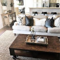 Marvelous Farmhouse Style Living Room Design Ideas 28