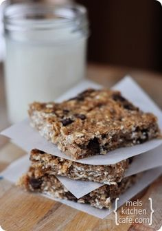 oh how i want to try these-- healthy banana oat snack bars / mel's kitchen cafe.