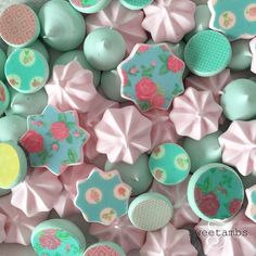 Have you heard of Sugar Stamps? Dotty of Sugar Dot Cookies sent me a few designs to try out and I am in love! I've been on a meringue kick lately and these have really upped my game.  --  When I first opened the Sugar Stamps package, I didn't read