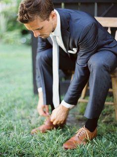 Dapper navy blue suit: http://www.stylemepretty.com/2015/09/16/rustic-elegant-tuckahoe-plantation-wedding-inspiration/ | Photography: Kate Ignatowski - http://www.kateignatowski.com/