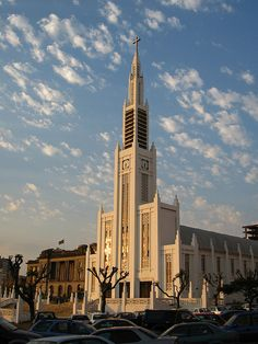 The capital port city of Maputo offers culture, history and picturesque scenes of the Indian Ocean Tanzania, Kenya, Seychelles, Uganda, Maputo, Les Religions, African Countries, Ivory Coast, Kirchen