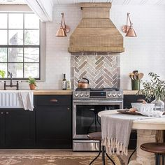 "163 Likes, 8 Comments - l i s a | g r a c i e  b l u e (@nottooshabbymama) on Instagram: ""Yup. Dream kitchen right here!! @jennasuedesign your talent is unmeasurable!!! Be sure to head over…"""