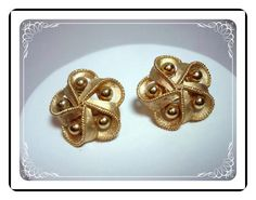 Trifari Gold Tone Ribbon Bow Bead clip on Earrings E321a-04081200