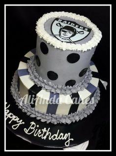 Oakland Raiders cake. Facebook.com/AliAndaCakes