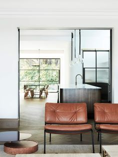 Peppertree Villa in Bellevue Hill by Luigi Rosselli Architects and Alwill Interiors blends contemporary references with Art Deco heritage elements. New Staircase, Staircase Design, Villa Architecture, Parquet Chevrons, Pretty Things, Living Divani, Sydney, Hippie Stil, Mid Century Bedroom